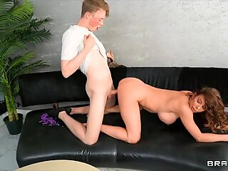 ALIVEGIRL.net - The sexy MILF in a torn pantyhose bangs a hairy gap