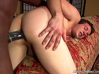 First timer white guy gets his first black cock
