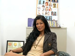 Latina mature fucks on the office table on casting