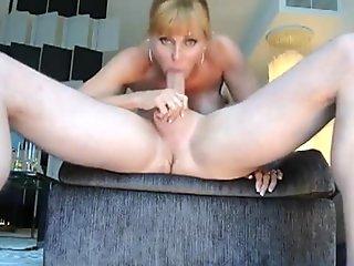 Great wife deepthroating husband- s big boner