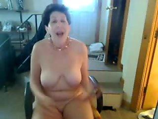 Old butt slut enjoys singing on cam - negrofloripa