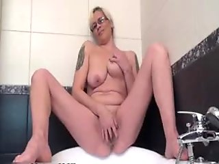 Horny housewife spreading and pleasing