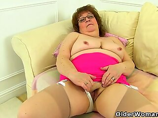 UK granny Susan still knows how to pleasure her wet cunny