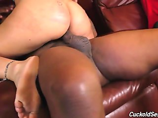 Cuckold watch how wife squirts on black dick