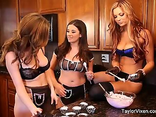 Girl Time To Bake With Taylor Vixen